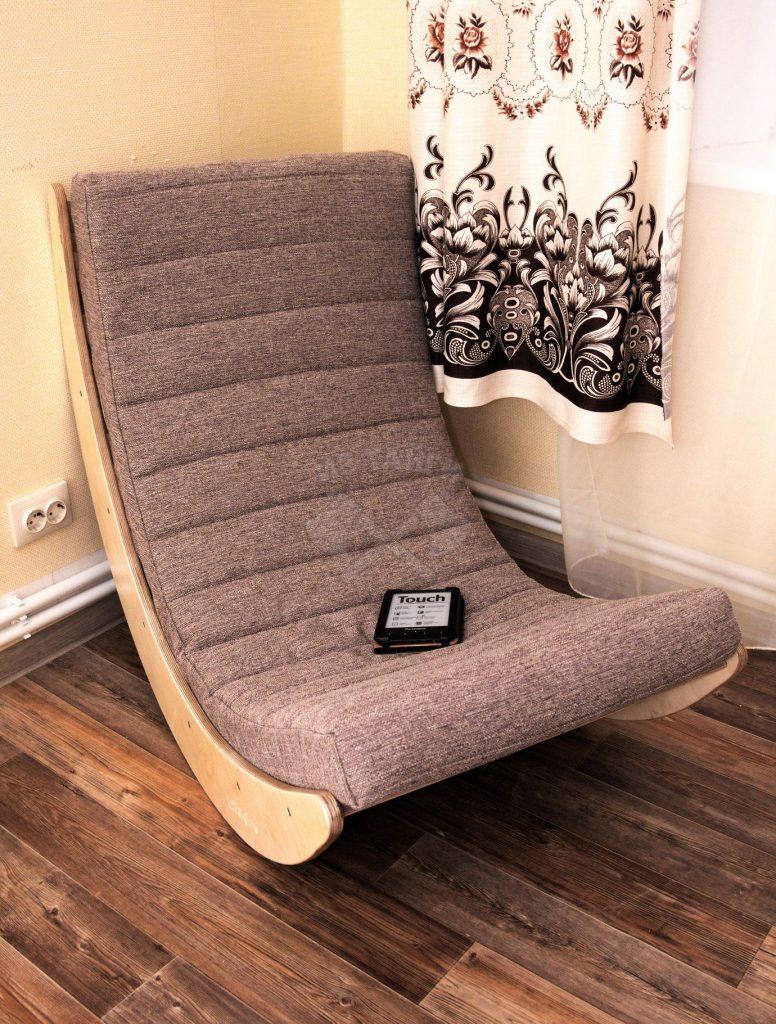 Кресло-качалка с тканевым матрасом