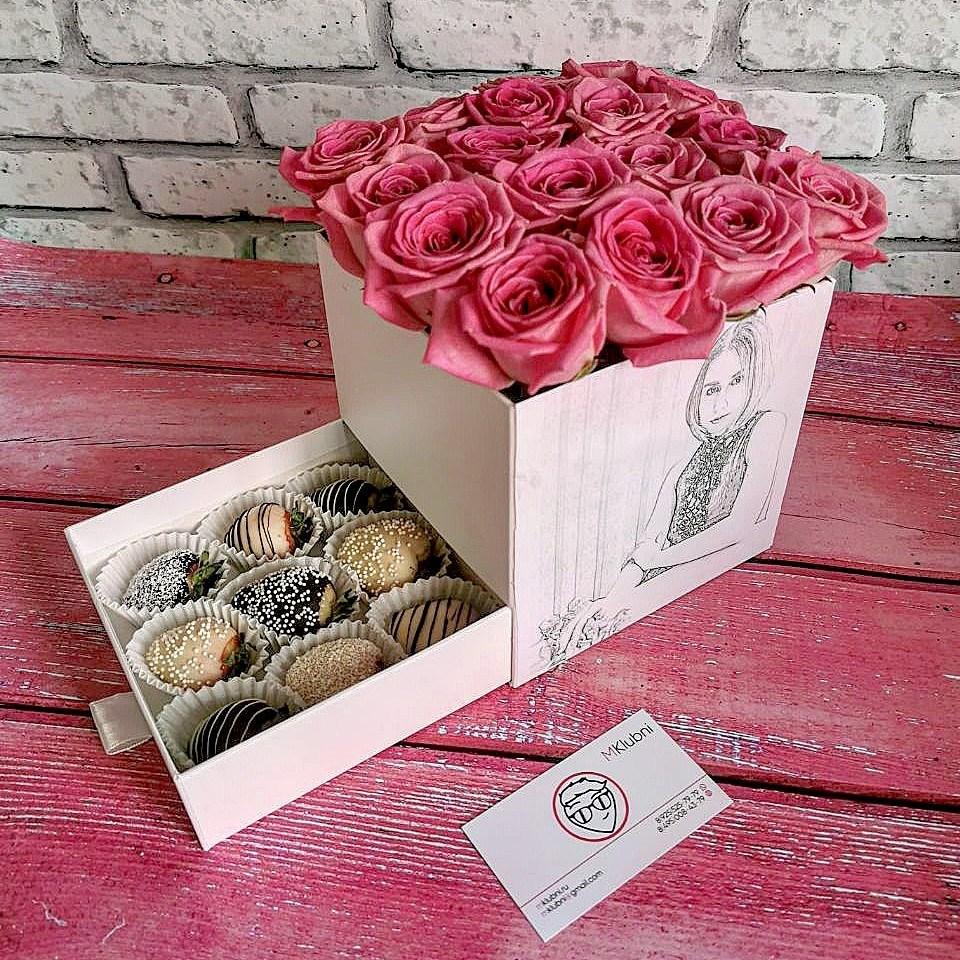 Шкатулка с портретом (розы и ягоды)
